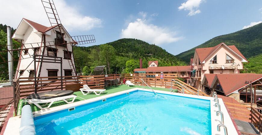 Термальный бассейн горного отеля «Абаго»