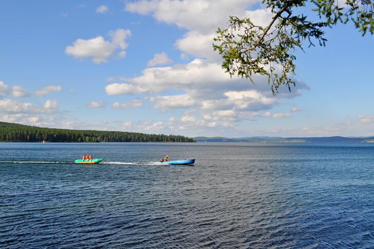 Пляжный сезон на озере Тургояк