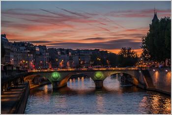 В Париже запретили доставку еды и продажу алкоголя ночью