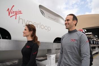 Hyperloop впервые испытали с пассажирами (ВИДЕО)
