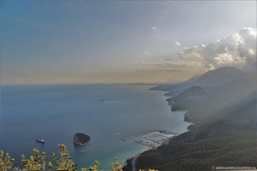 Гора и подъемник Тюнектепе. Анталья. Турция