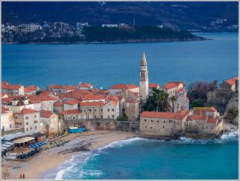 Черногория вводит комендантский час