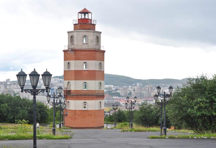 Маяк-памятник «Погибшим в мирное время морякам»