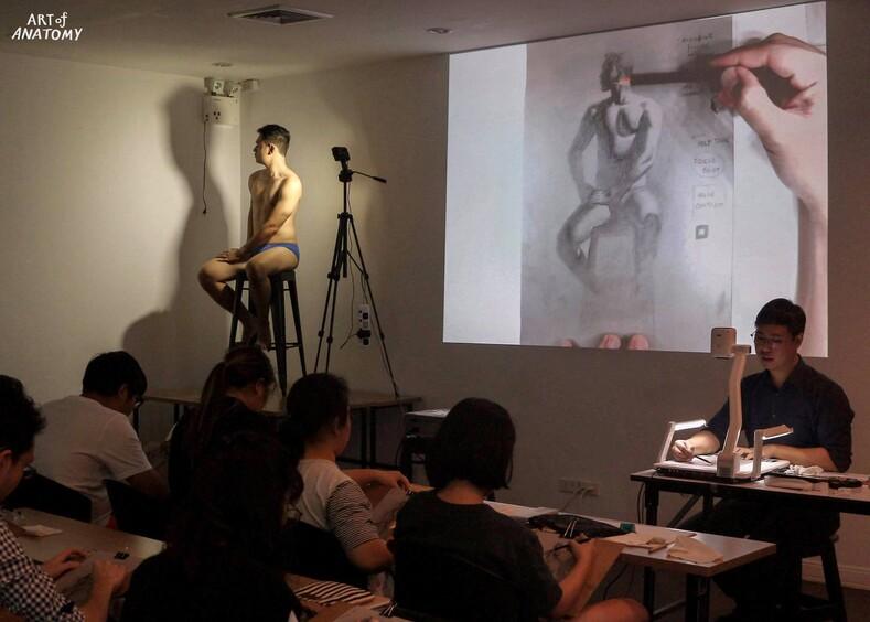Лекции этого преподавателя никто не пропускает: анатомия для художников по-тайски