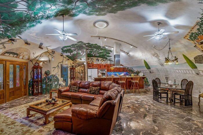 Бункер за 1,9 миллиона долларов: вход, как у хоббита, облака на потолке и нарисованная собака