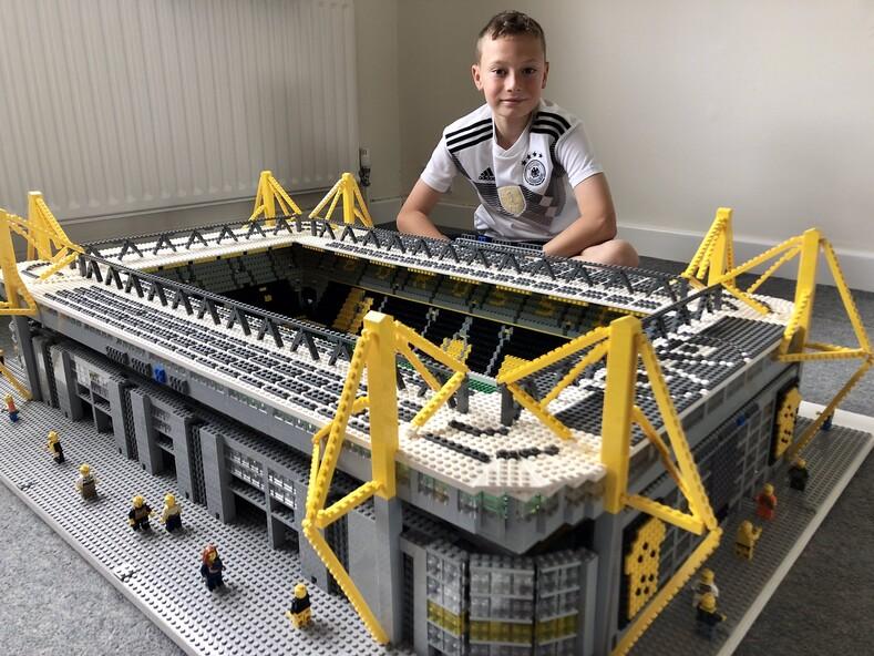 12-летний парень из Великобритании строит футбольные стадионы из конструктора Lego