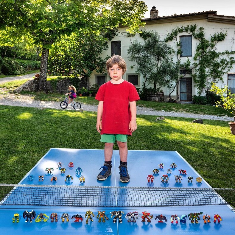 25 фото, на которых дети из разных стран показывают свои любимые игрушки