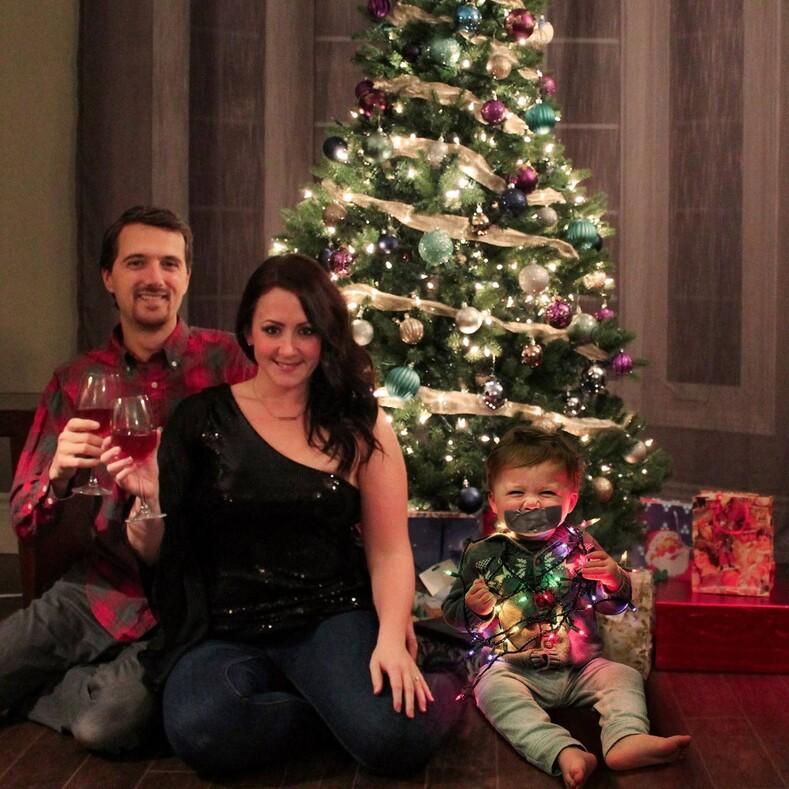 Нет - банальным семейным фото: эта семья научит делать смешные рождественские снимки
