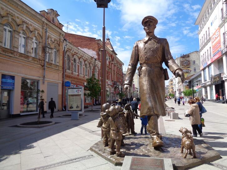 Улица Ленинградская (памятник Дяде Степе)