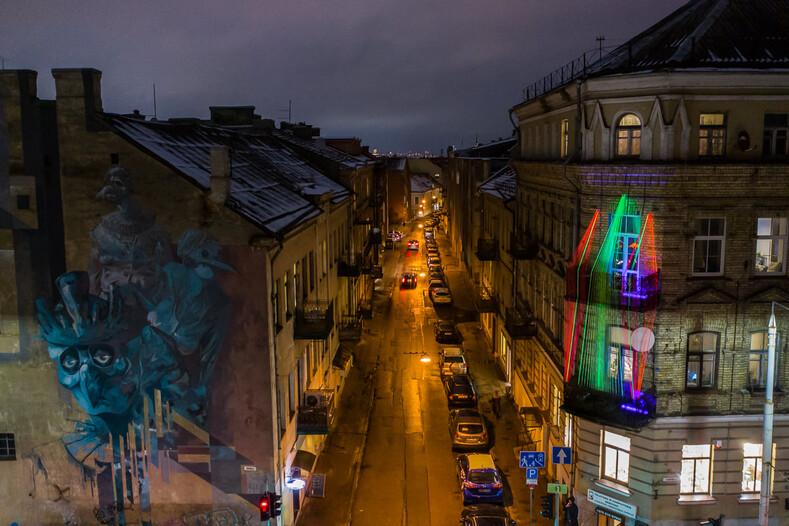 Рождество на балконах в карантинном Вильнюсе: 8 способов порадовать соседей в духе уходящего года
