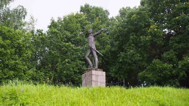 Памятник юному Петру I
