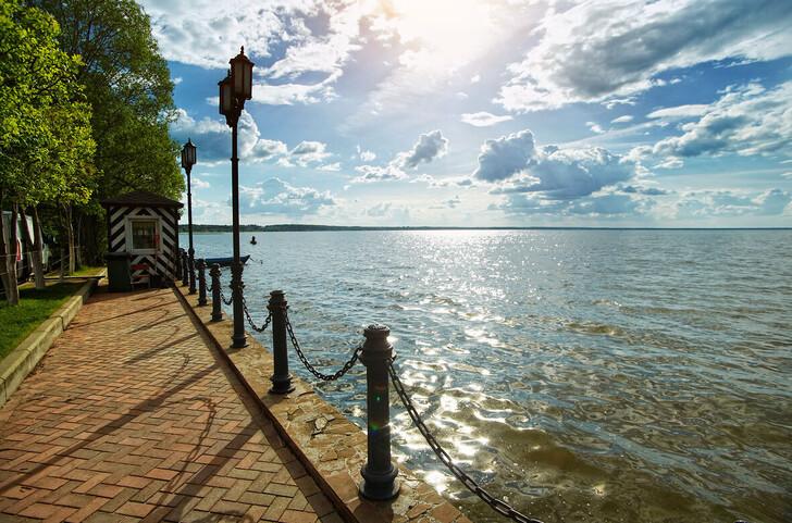Набережная Плещеева озера