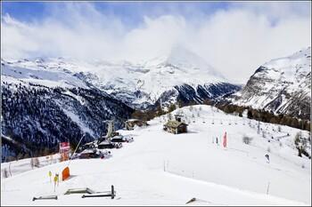 На горнолыжных курортах Швейцарии вводят квоты на катание