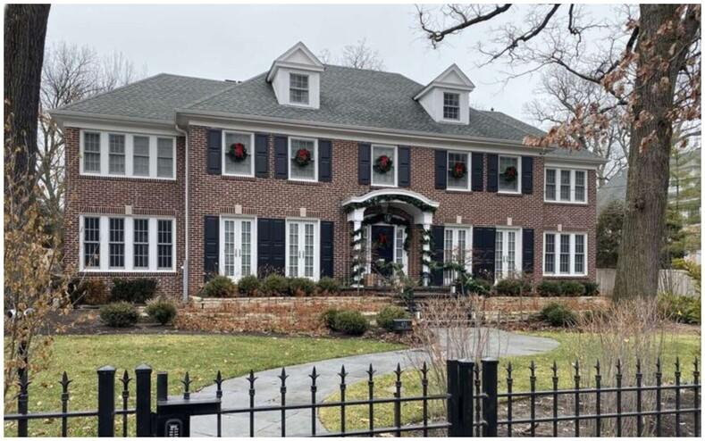 В Сеть попали снимки дома Кевина из легендарного фильма Один дома: фото о том, как изменилось здание спустя 30 лет