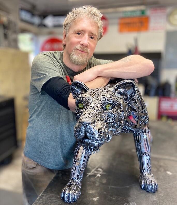Произведения искусства из мусора американский скульптор создаёт фигуры животных и людей из того, что находит на свалке