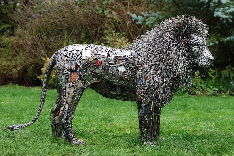 Произведения искусства из мусора: американский скульптор создаёт фигуры животных и людей из того, что находит на свалке