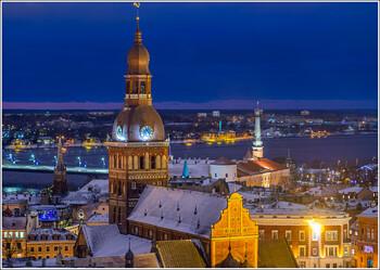 В Латвии вводят комендантский час