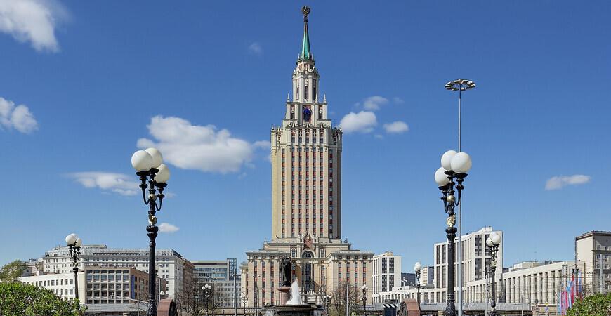 Здание гостиницы «Ленинградская» в Москве