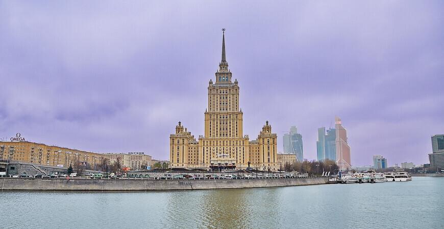 Здание гостиницы «Украина» в Москве