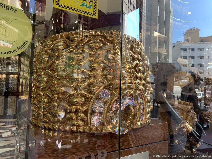 Люди бьются за металл — самое символичное эмиратское место — золотой рынок и рынок специй