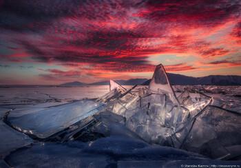 Автомобиль и мотоцикл с туристами провалились под лёд на Байкале