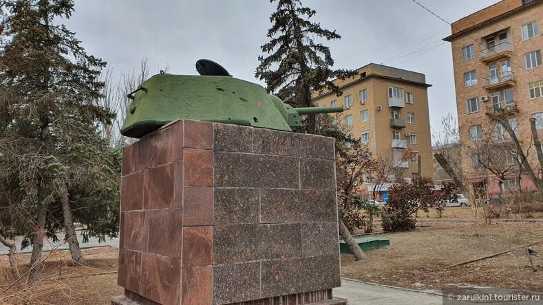 Линия обороны Сталинграда из 17 танковых башен в Волгограде