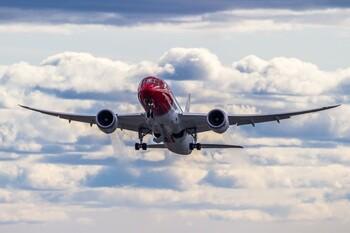 Лоукостер Norwegian Air откажется от дальних авиаперевозок