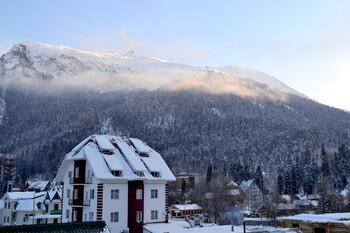 На горнолыжном курорте в Карачаево-Черкесии лавиной накрыло туристов