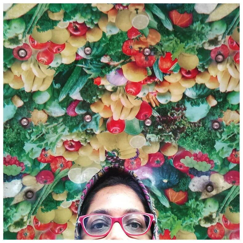 Потолок, который вымогли вытащить изсундука своей бабушки: девушка фотографирует салоны индийских такси, и это отдельный вид искусства
