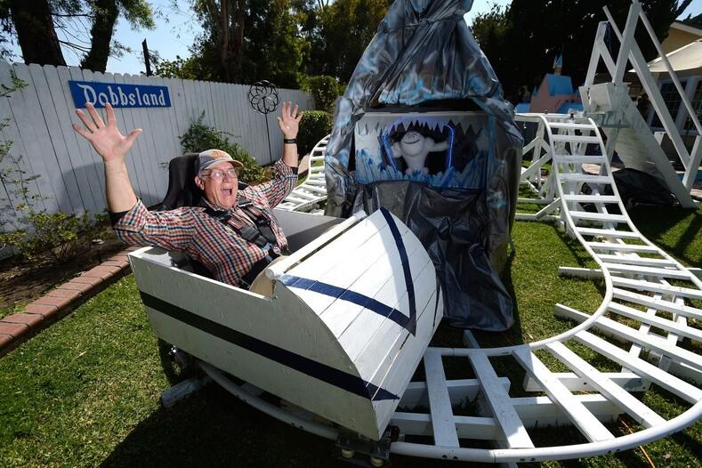 Чего не сделаешь ради внуков американский пенсионер построил Диснейленд на заднем дворе своего дома