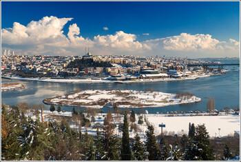В Стамбуле запустили трамвай вдоль бухты Золотой Рог