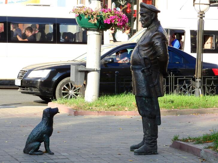 Памятник «Городовой с собачкой»