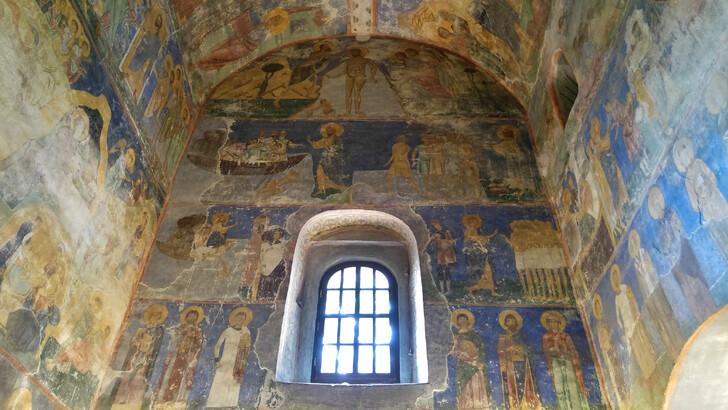 Фрески в Спасо-Преображенском соборе Мирожского монастыря