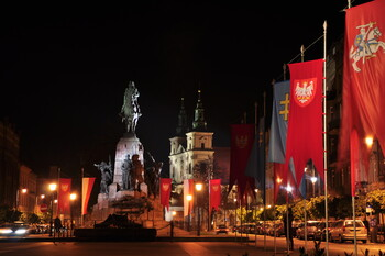 Польша открывает музеи и некоторые магазины