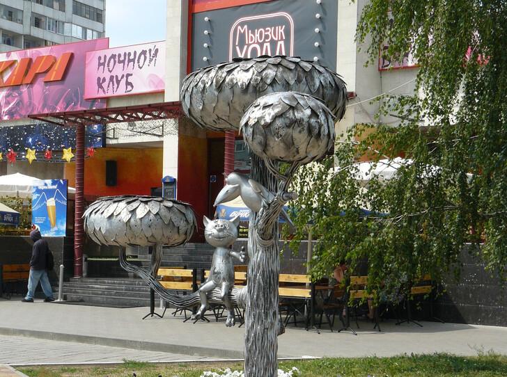 Скульптура «Котенок с улице Лизюкова»