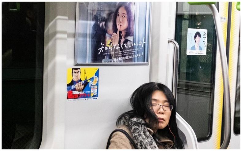 Неожиданные и смешные совпадения на снимках уличного фотографа: 16 забавных сюжетов из жизни города, которые мы часто не замечаем