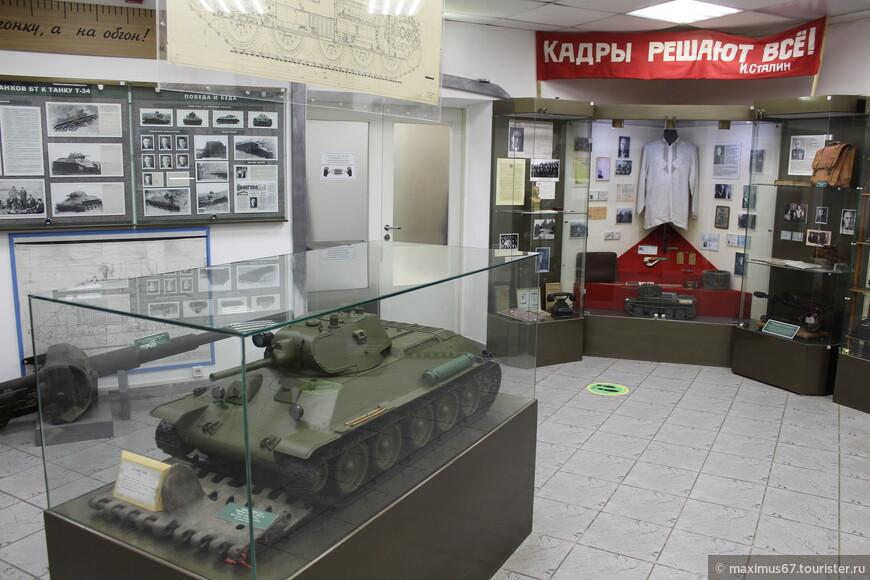 Гони империализма гиену, Могучий рабочий класс! Вчера были танки у Чемберлена, а ныне есть у нас!!!