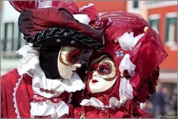 Венеция проводит карнавал без туристов