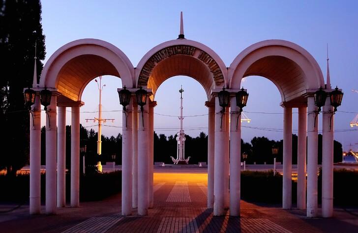 Адмиралтейская площадь на закате