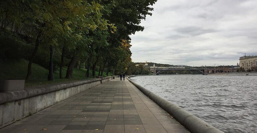 Пушкинская набережная<br/> в Москве