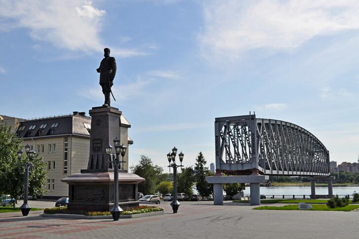 Памятник императору Александру III в парке «Городское начало»