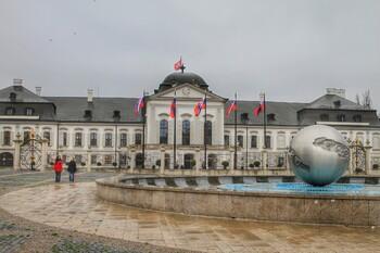 Словакия вновь вводит погранконтроль и карантин для въезжающих