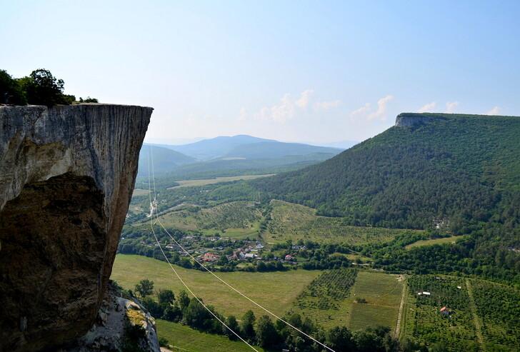 Вид с Качи-Кальона на одноименное ущелье