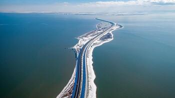 Крымский мост закрыли из-за непогоды