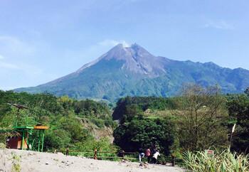 В Индонезии извергается вулкан Мерапи