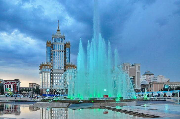 Местное МГУ и фонтан «Звезда Мордовии»
