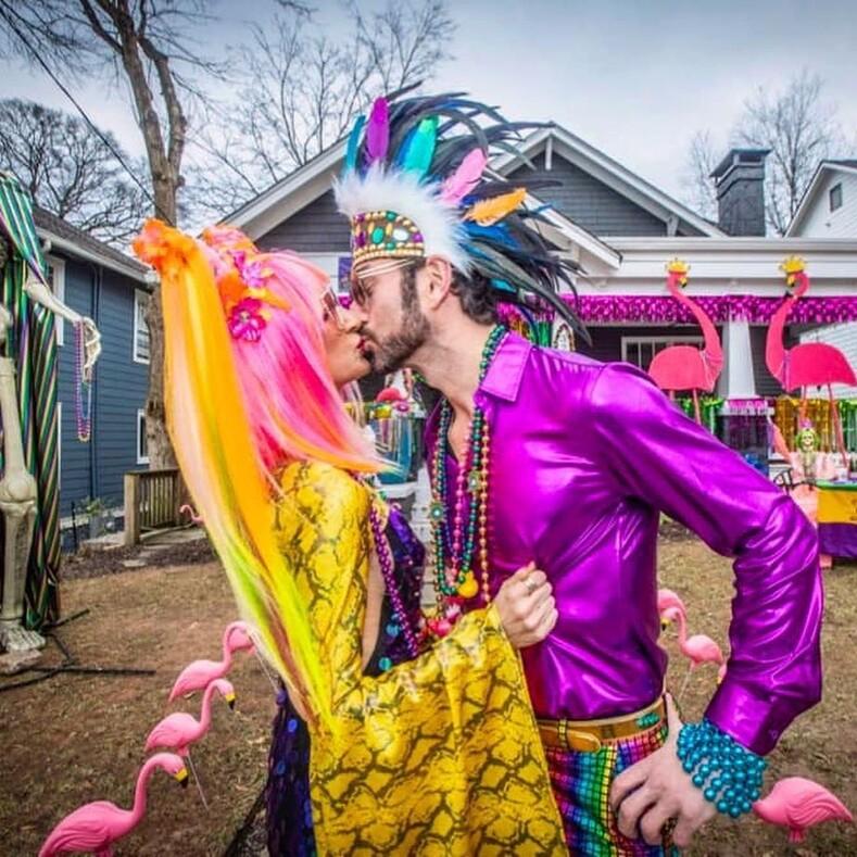 Марди Гра - 2021 как украсили свои дома жители Нового Орлеана на время легендарного карнавала