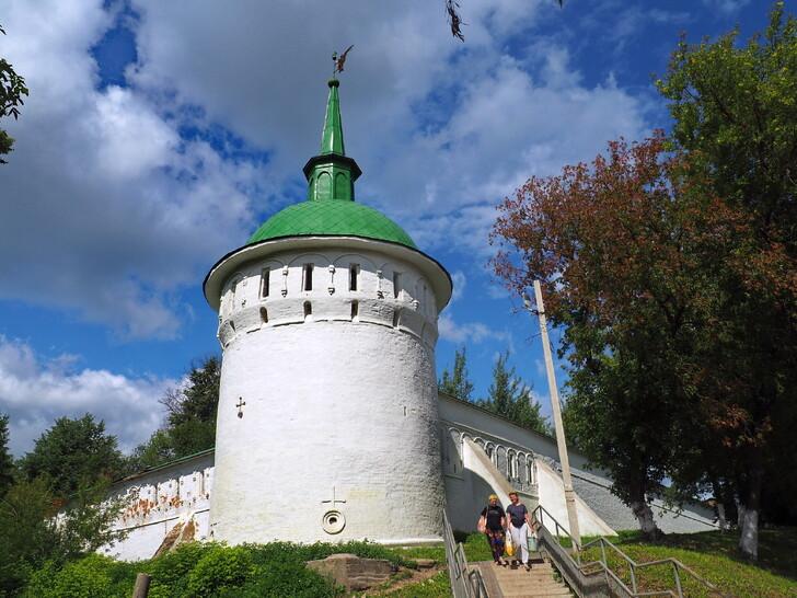 Башни по периметру кремля