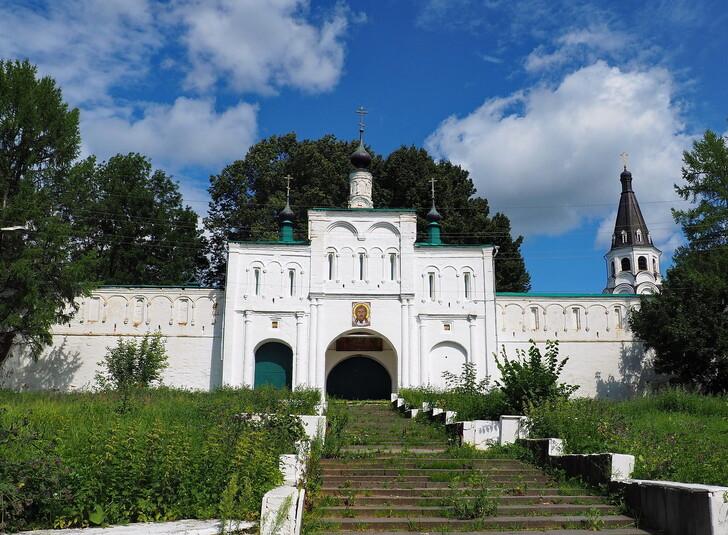 Надвратный храм Федора Стратилата