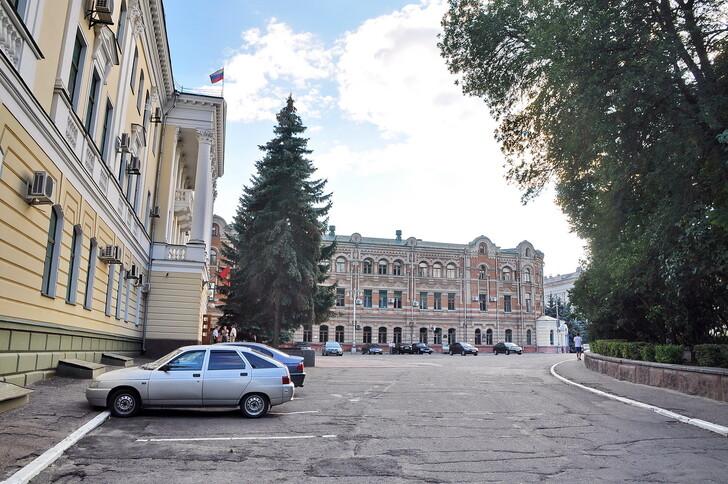 Здание Брянской областной Думы, Здание бывшей женской гимназии